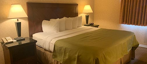 One Bedroom King Suite - Pacific Host Inn & Suites, Kamloops